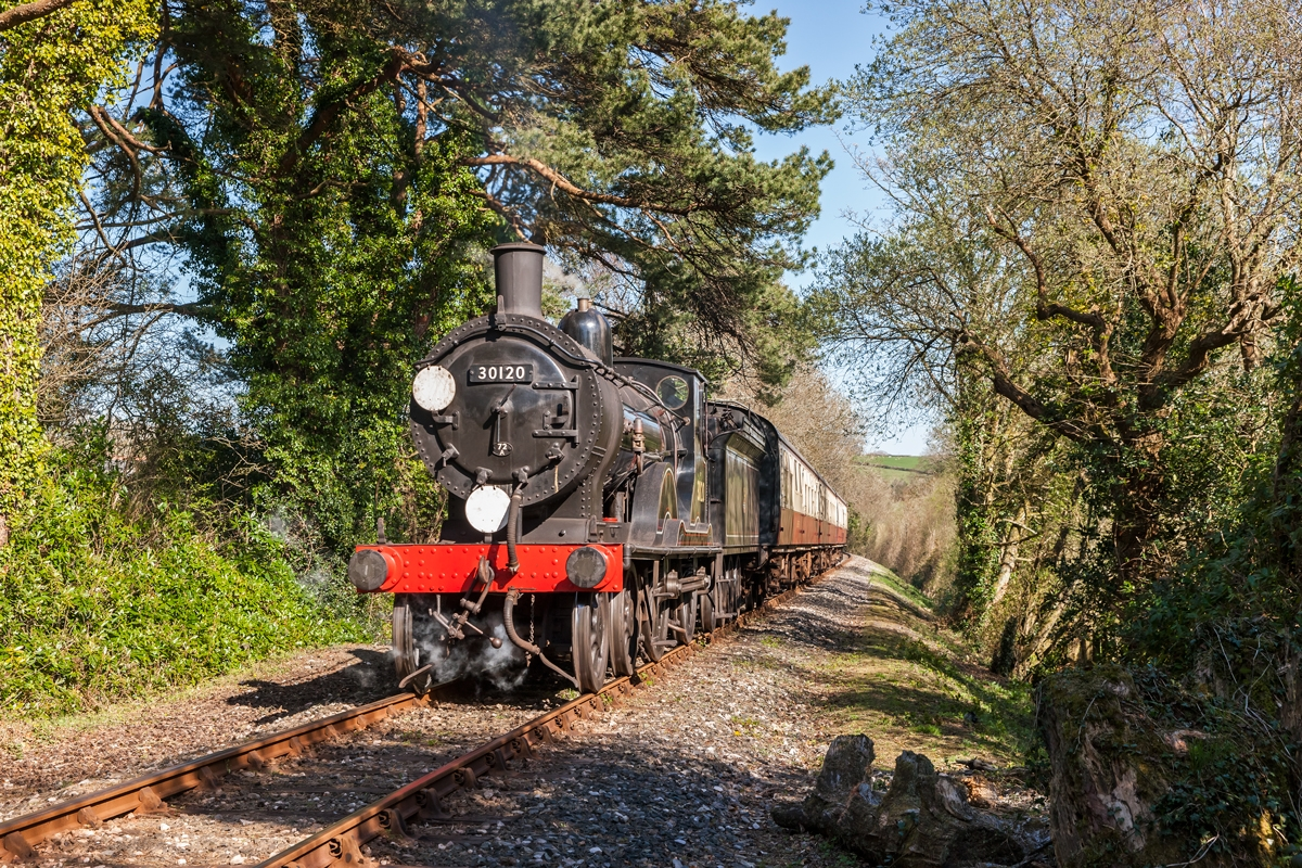 Steam train travelling along the Bodmin and Wenford Heritage Railway