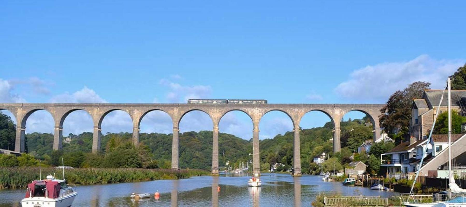 Train on Calstock Viaduct