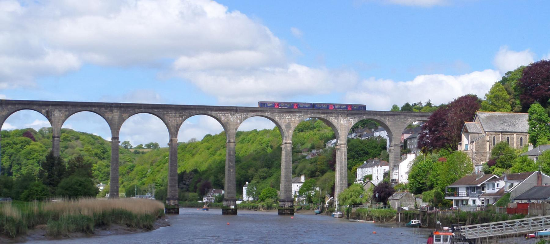Train going across Calstock Viaduct on the Tamar Valley Line