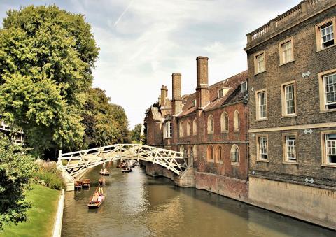 Mathematical Bridge in the sunshine, Cambridge. Photo: Jamie Sugg from Pixabay