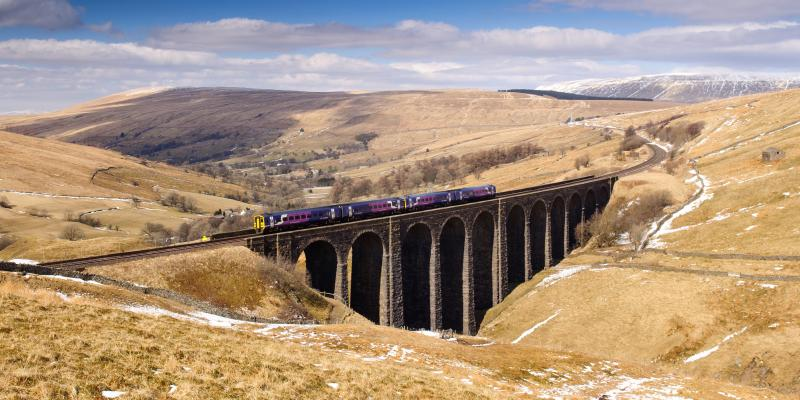 Crossing the Arten Gill Viaduct on the Settle to Carlisle Railway. Joe Dunckley / Shutterstock.com