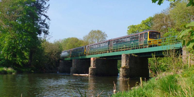 Train on Black Bridge near Umberleigh on the Tarka Line